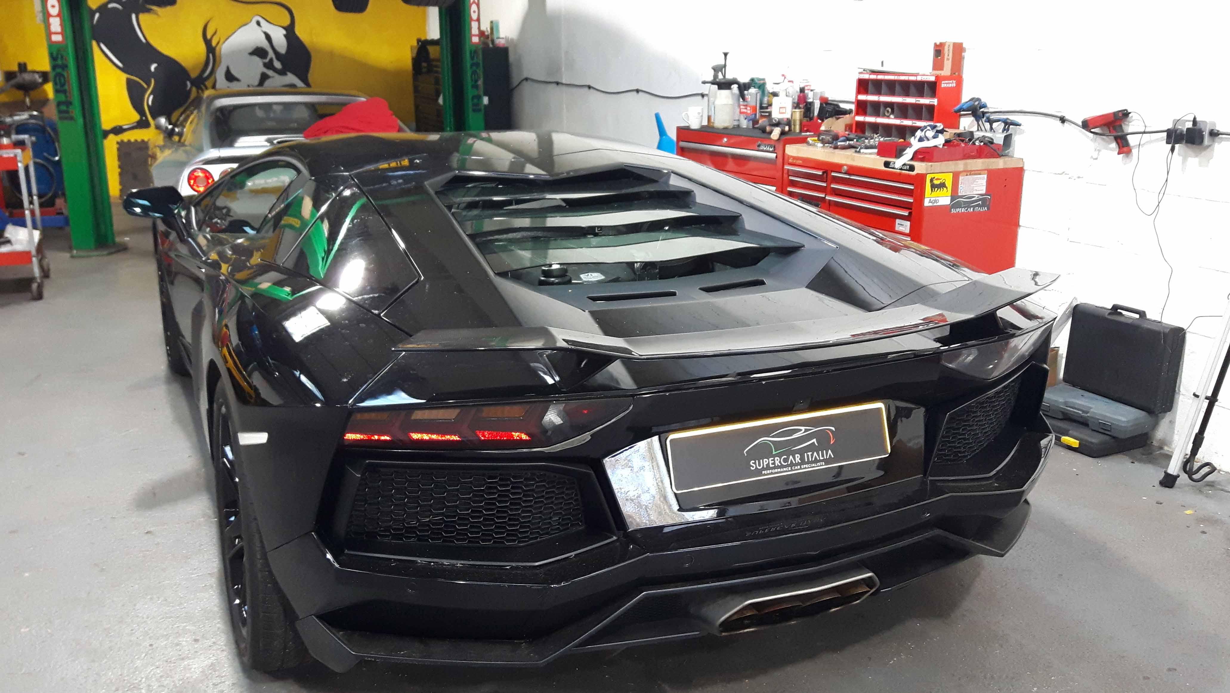 Lamborghini Specialists London Kent Surrey Supercar Italia